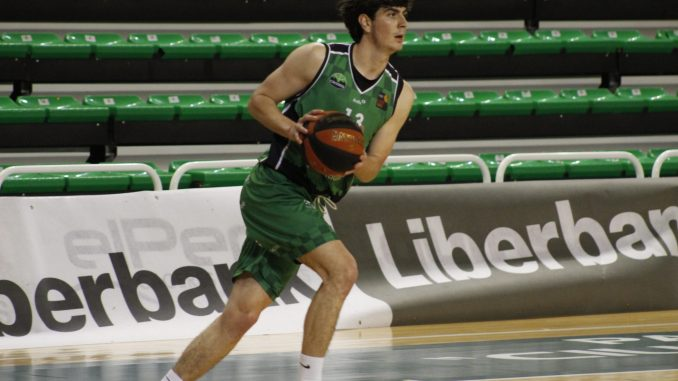 Juan Santos, jugador del Torta del Casar Extremadura, durante el II Trofeo Liberbank