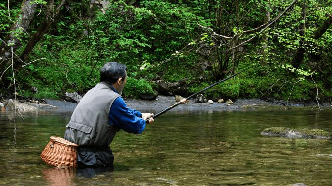 Pescador en gargantas extremeñas