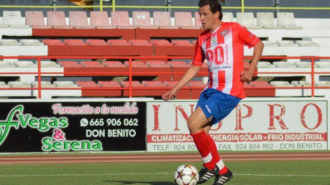 Emilio Sosa durante el partido de veteranos CD Don Benito-Real Madrid