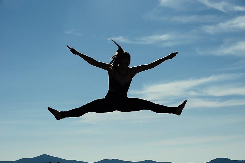 Saltando con alegría