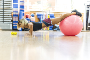 Ejercicio de fuerza con fitball
