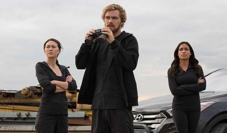 Punho de Ferro aparece com Claire Temple em novas imagens da série!