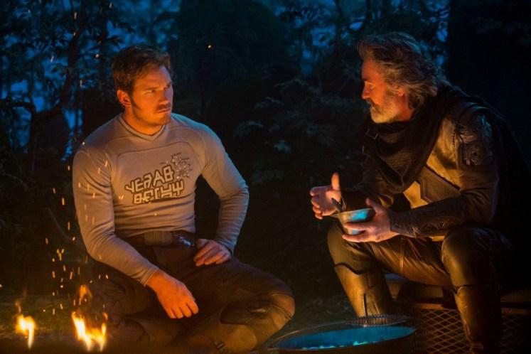 Peter Quill e Ego conversam em nova foto de Guardiões da Galáxia Vol. 2