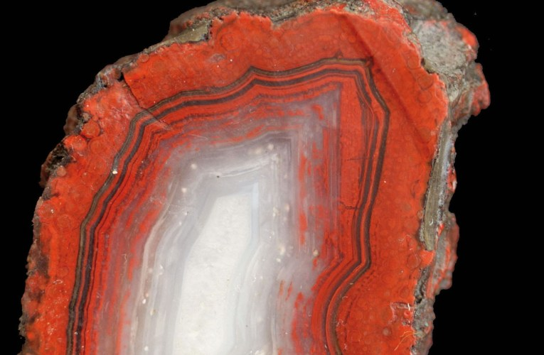 On the origin of agate: A 300-year-old enigma