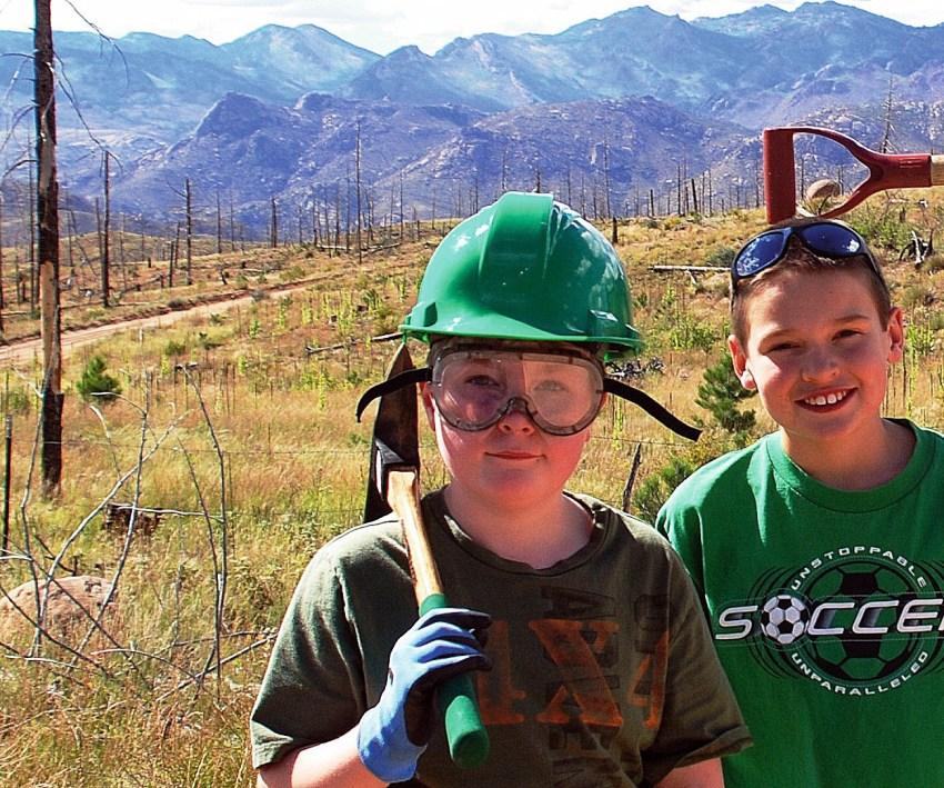 DSC_0018-001 Jerrod and Cousin Noah Paul.jpg