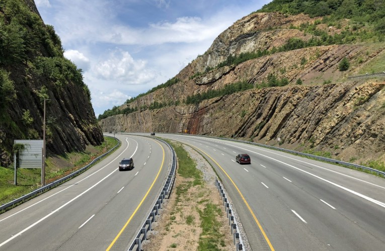 Seeing dramatic folded strata from the car: Sideling Hill, Maryland, USA