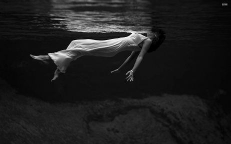 woman-in-white-dress-in-the-dark-water-37251-2560x1600-1