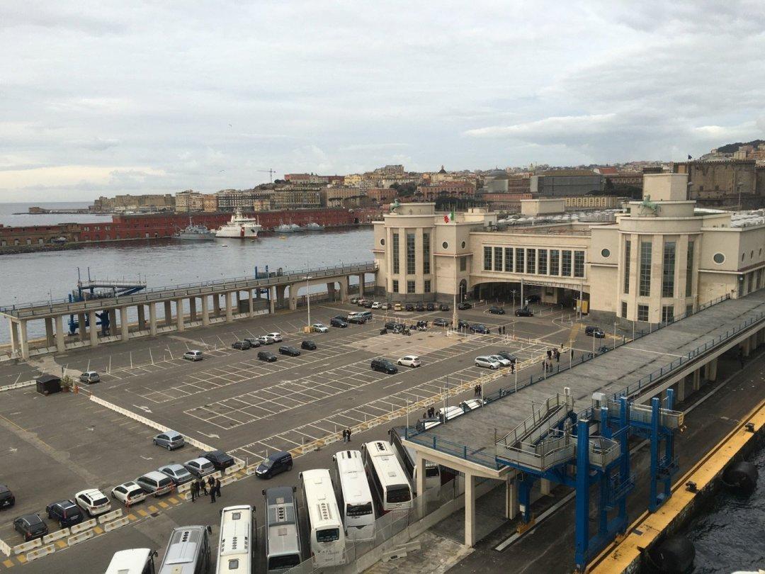 Terminal marítima Nápoles