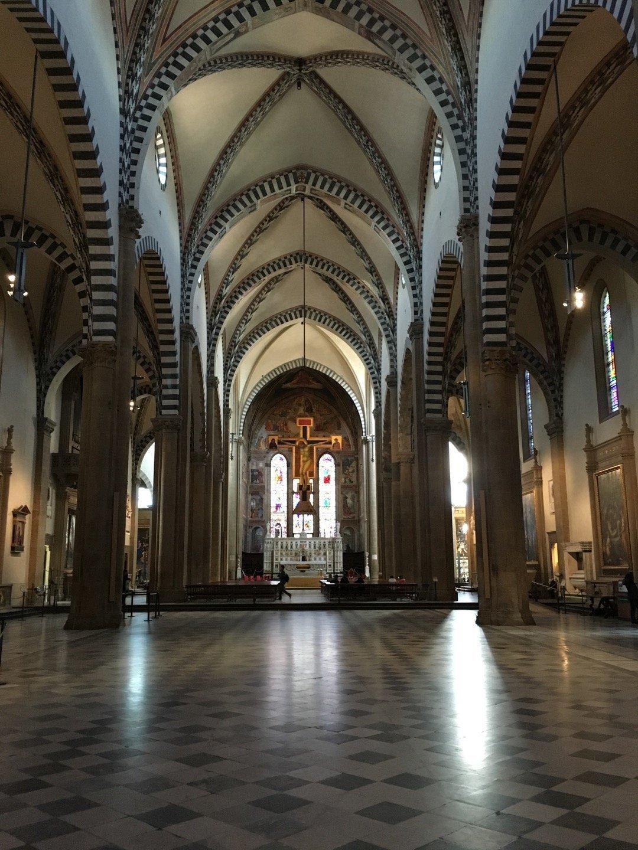 Nave principal y crucifijo de Giotto