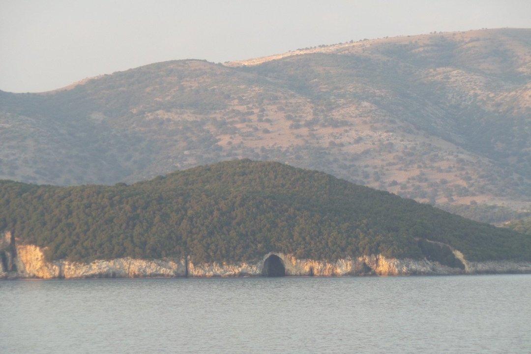 Cueva en Nisida Syvota
