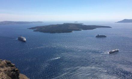 En la caldera de Santorini