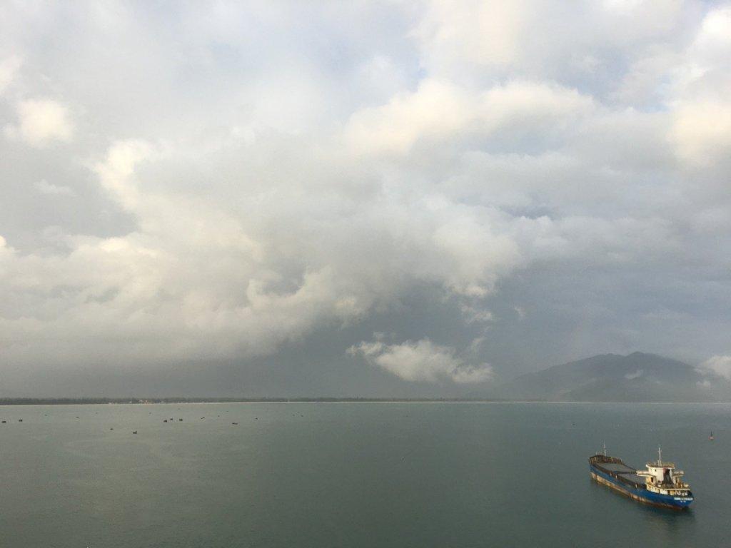Chubasco en la Bahía de Chân Mây