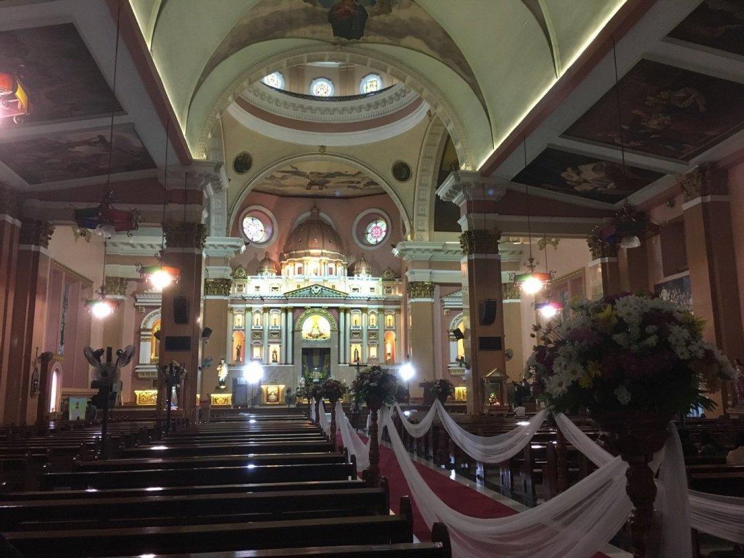 Interior de la basílica menor de San Lorenzo Ruiz