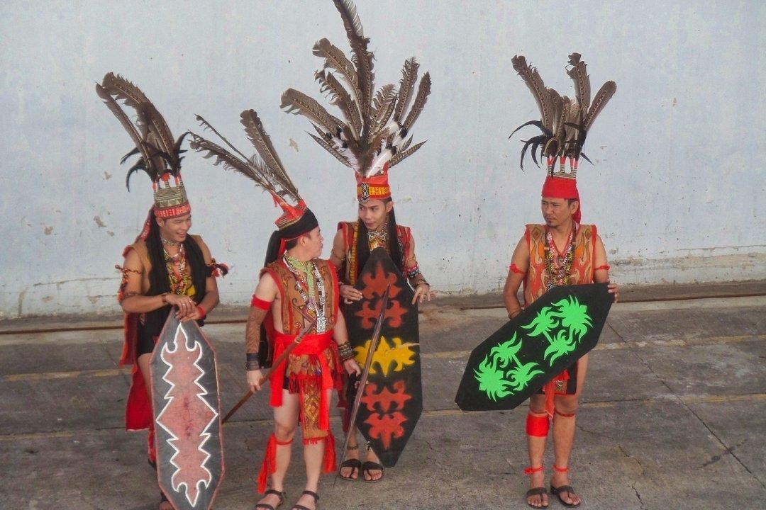 Trajes tribales de Borneo