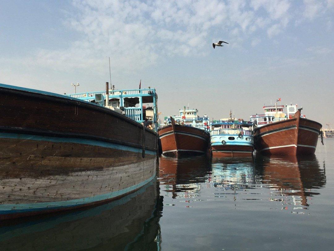 Dhows atracados en Dubai Creek