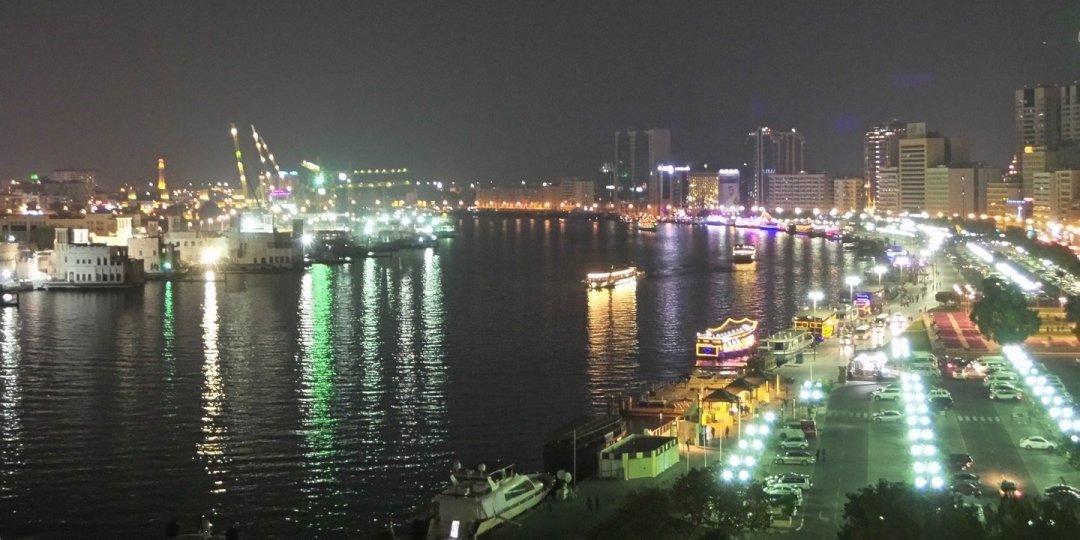 Vista nocturna de Dubai Creek