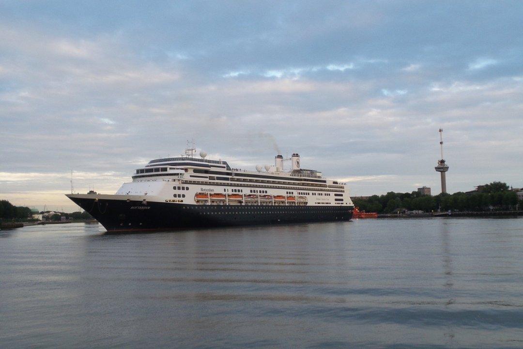 El MS Rotterdam llegando a Wilhelminapier