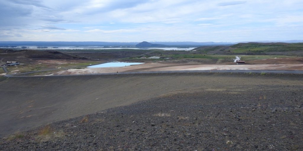 El lagoMývatn desde el paso de Námaskarð