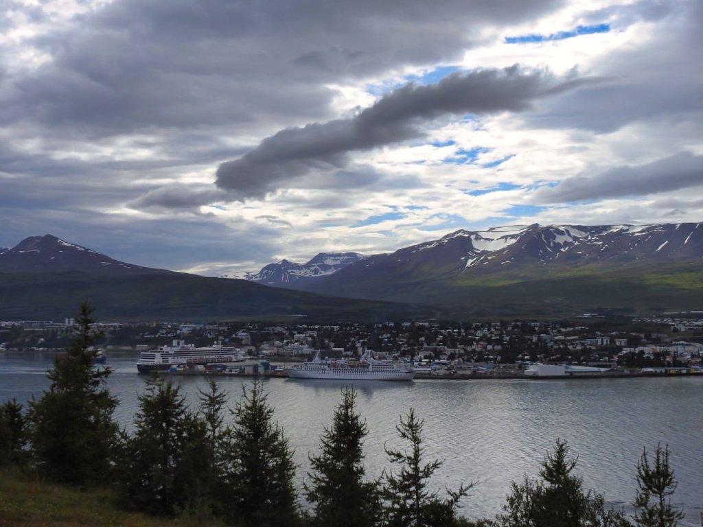 Akureyri desde la orilla oriental del Eyjafjörður
