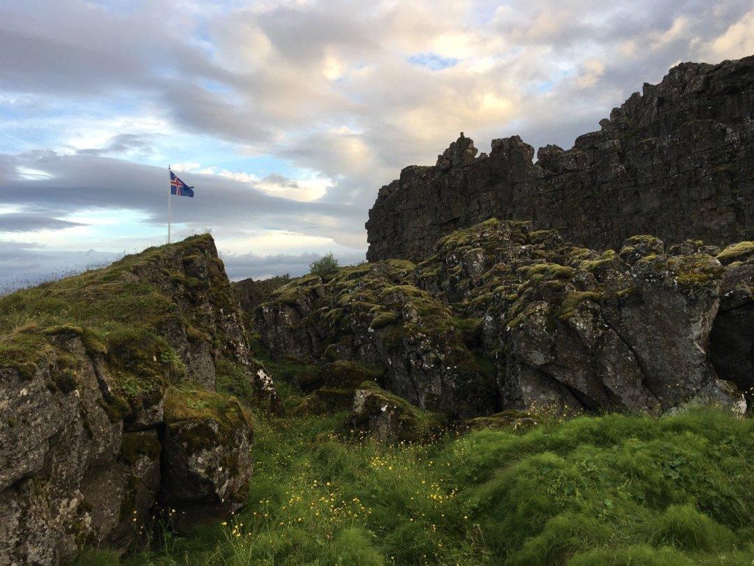 Bandera en el Alþingi