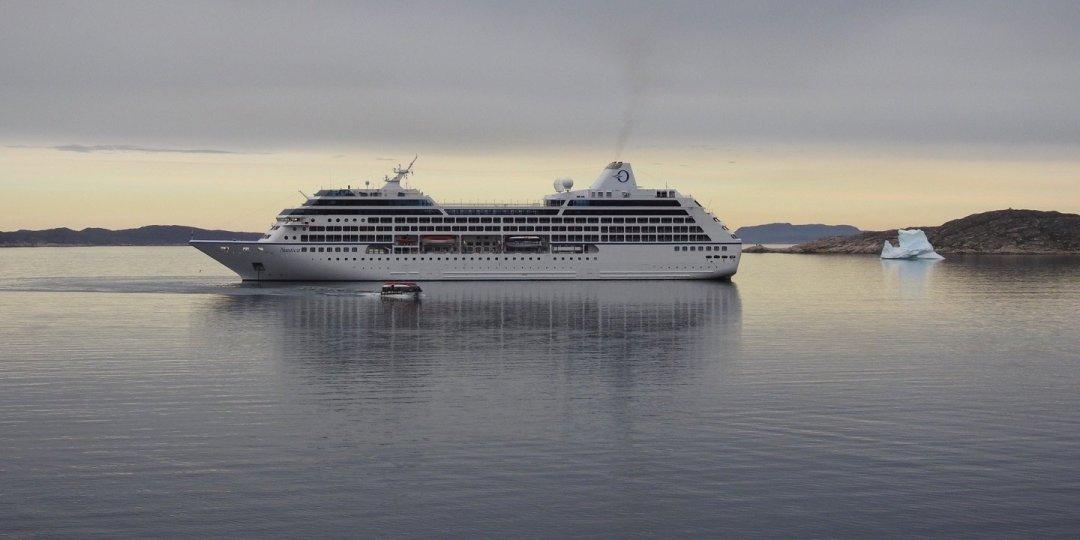 El Nautica fondeado en Qaqortoq