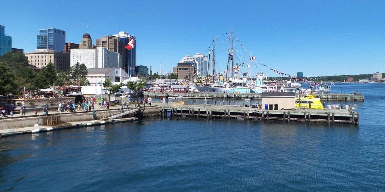 En el puerto de Halifax