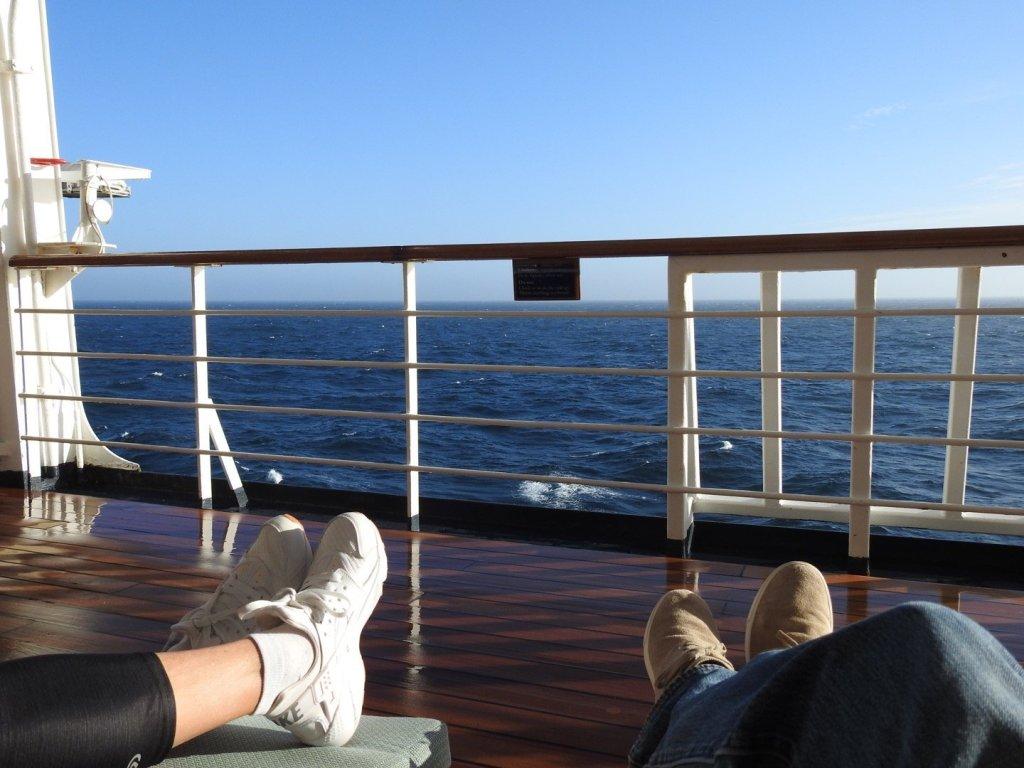 Disfrutando del sol en el mar de Noruega