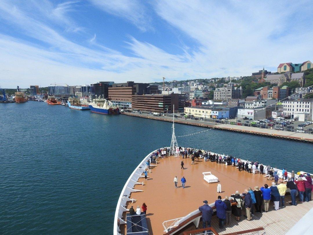 Llegada a San Juan de Terranova vista desde la cubierta 8