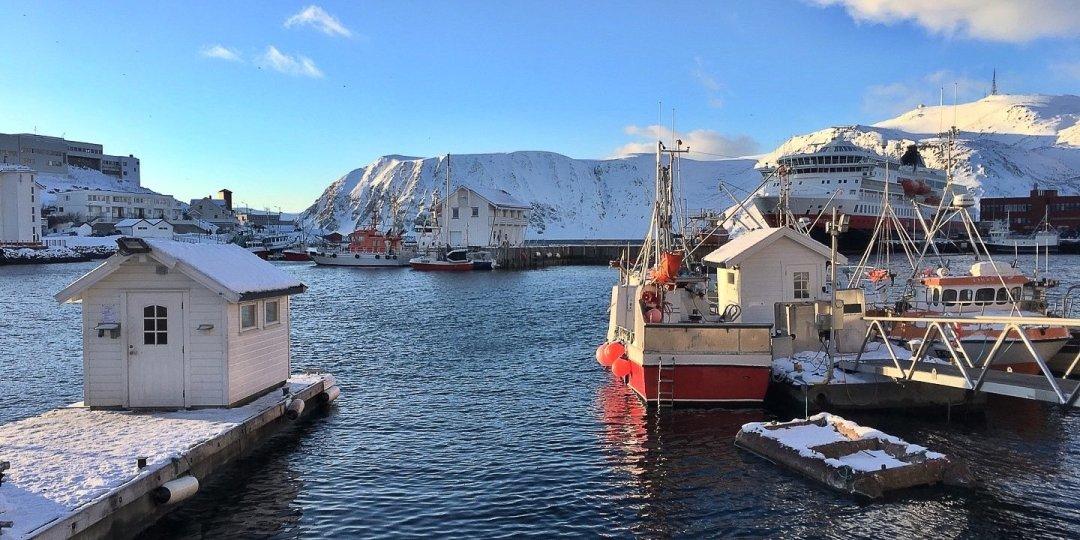 Mediodía invernal en Honningsvåg