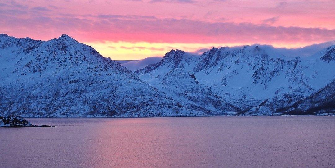 Atardecer en Øksfjord