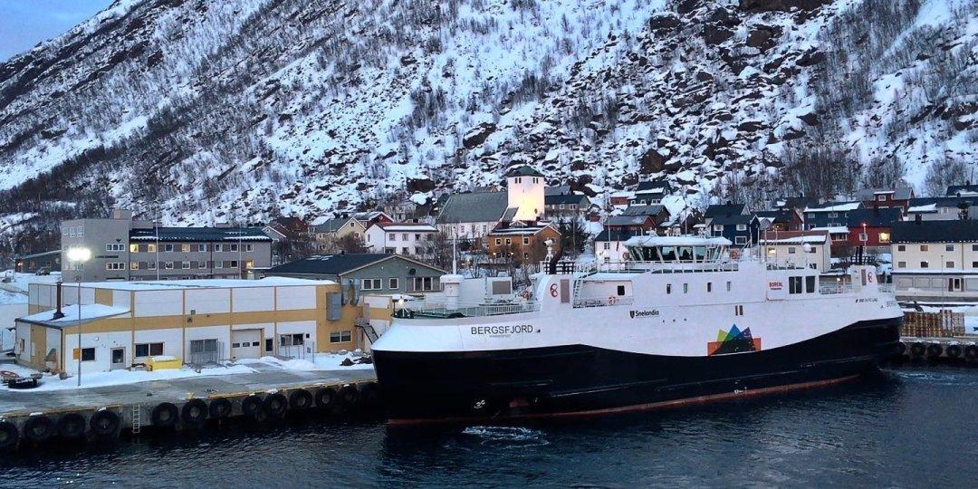 Llegando a Øksfjord