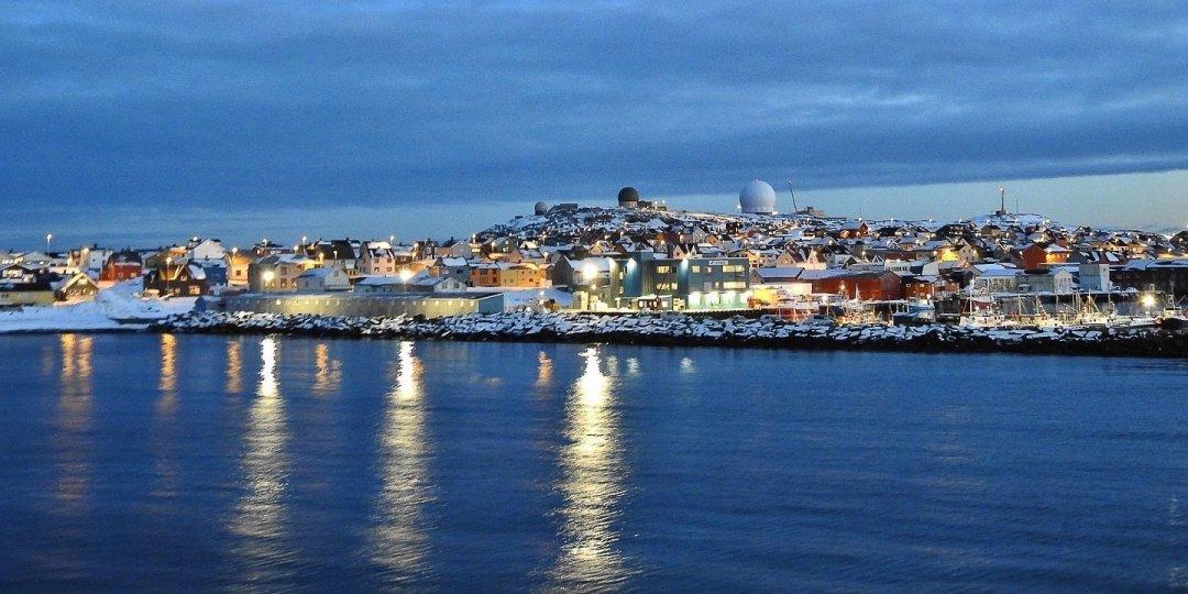 Llegando a Vardø al atardecer