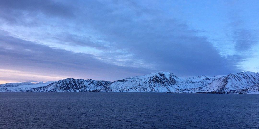 Navegando por Sørøysundet