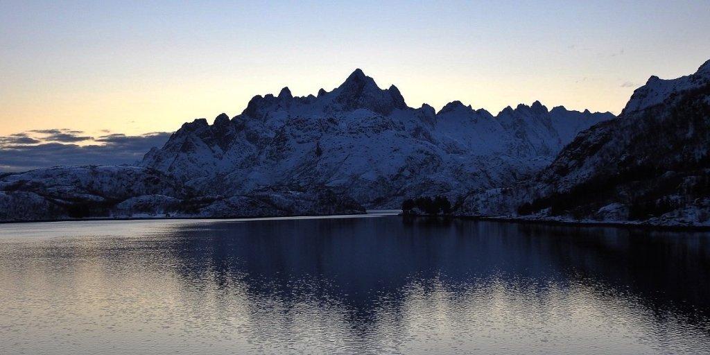 Llegando a Ulvøya al atardecer