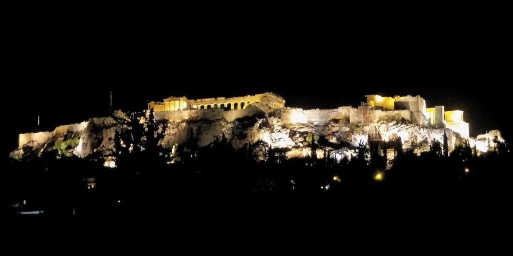 Vista nocturna de la Acrópolis