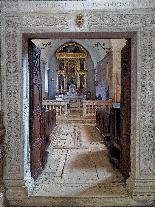 Interior de Santa María de la Misericordia