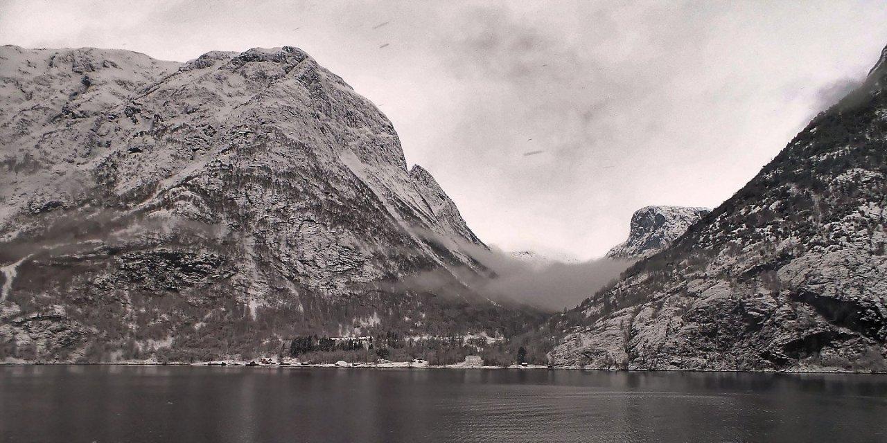 Noruega en una cáscara de nuez en invierno