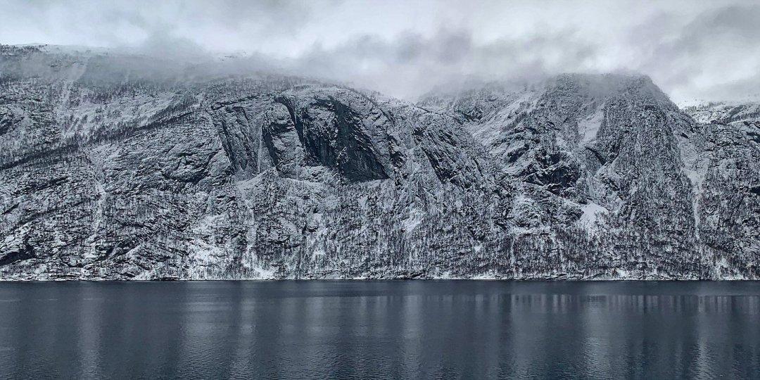 Osterøy desde el Veafjorden