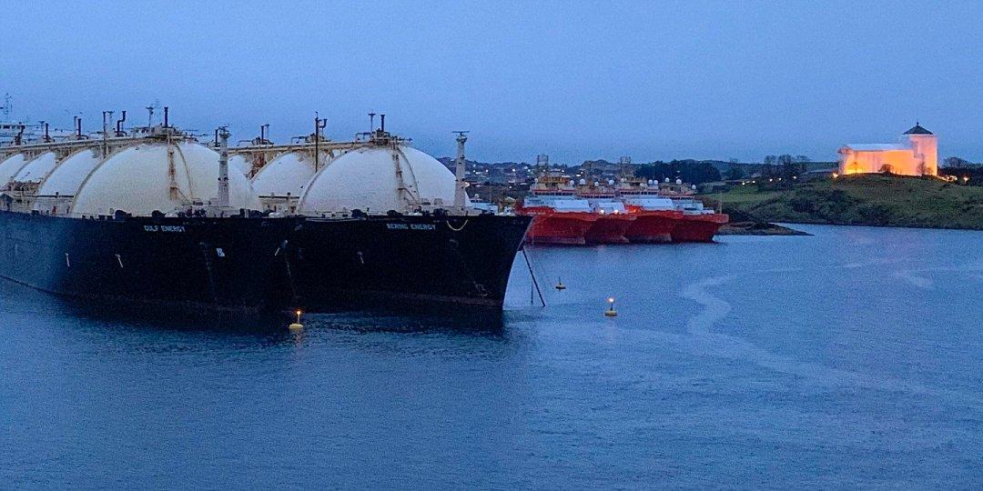 Barcos gasistas junto a San Olaf