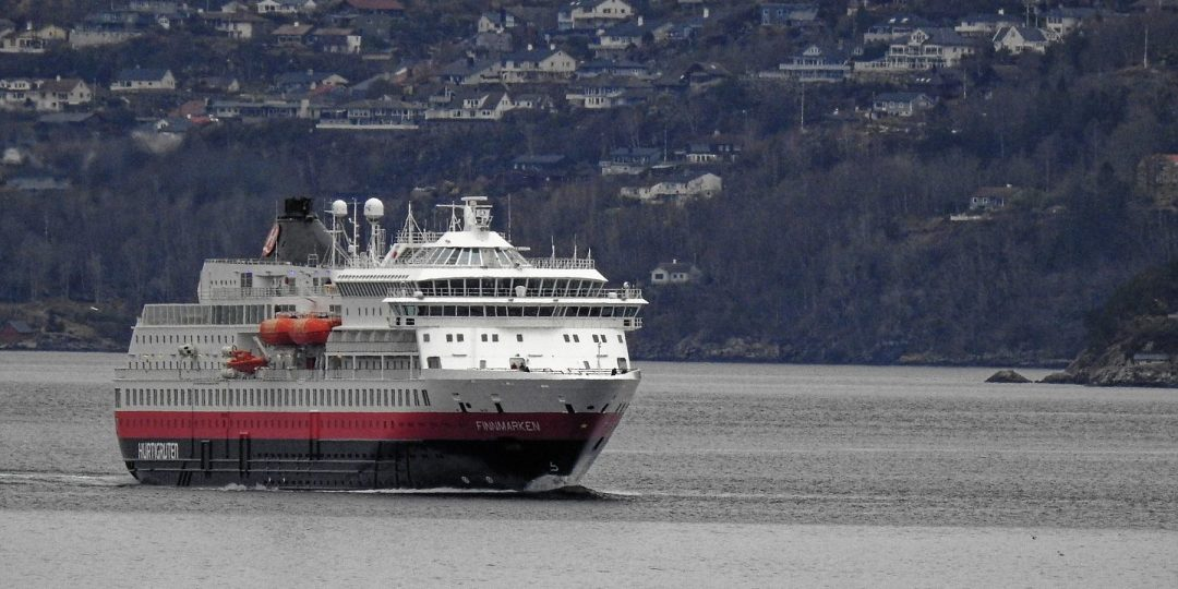 El Finnmarken llegando a Bergen