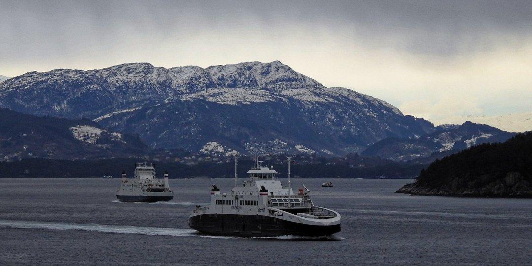 Transbordadores en el estrecho de Langenuen