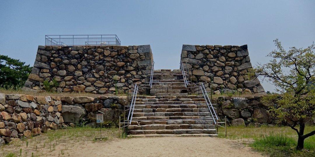 Ruinas del tenshu kaku