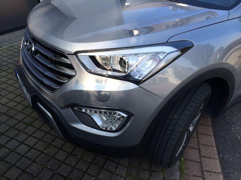 Hyundai_Grand_Santa_Fe_Front