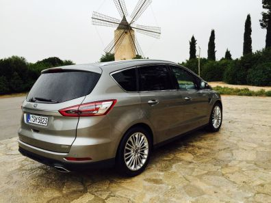 Ford S Max mit Windrad (Large)
