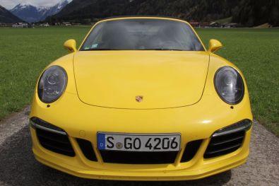 Porsche 911 GTS Cabrio Frontal