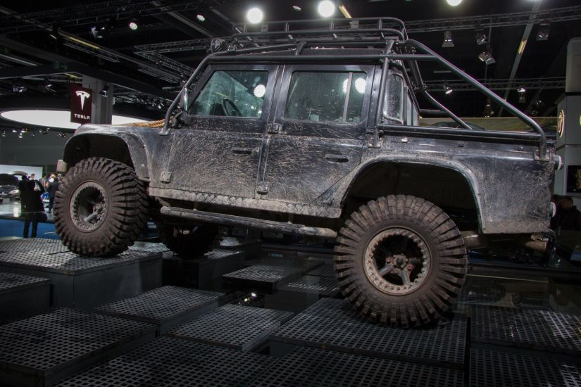Land Rover Defender James Bond Spectre Seitlich