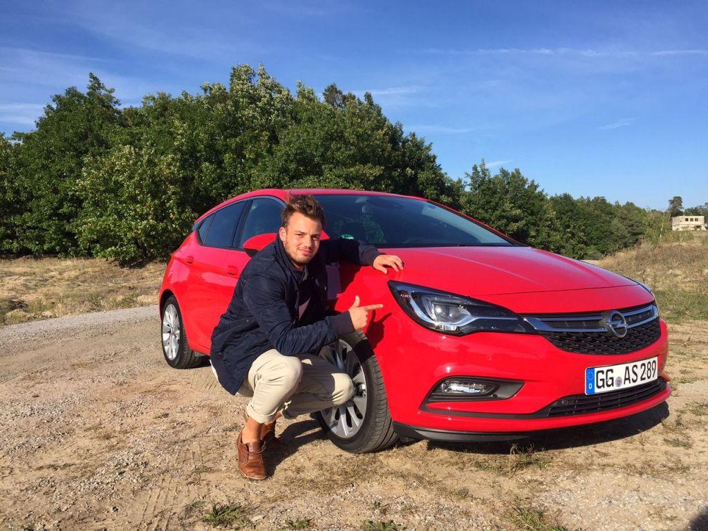 Opel Astra 2015 von der Seite