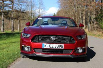 Ford Mustang Cabrio – Das kraftstrotzende Pony reitet nach Europa