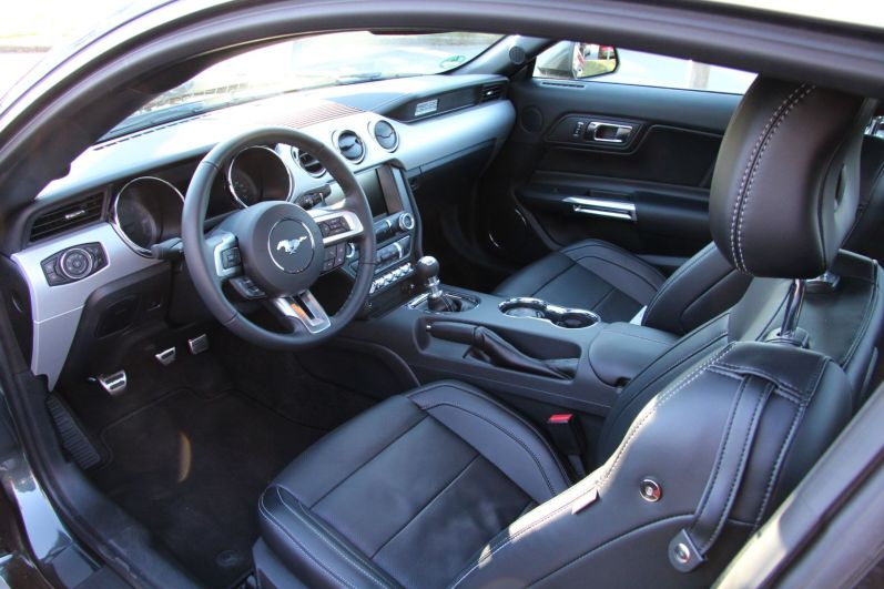 Ford Mustang Convertible 2015 Innenraum