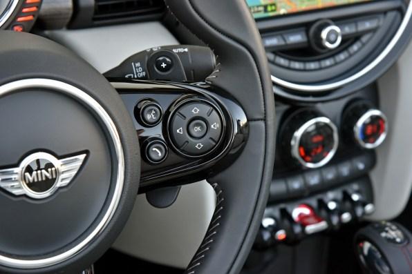 Multifunktions-Lenkrad im Mini Cabrio